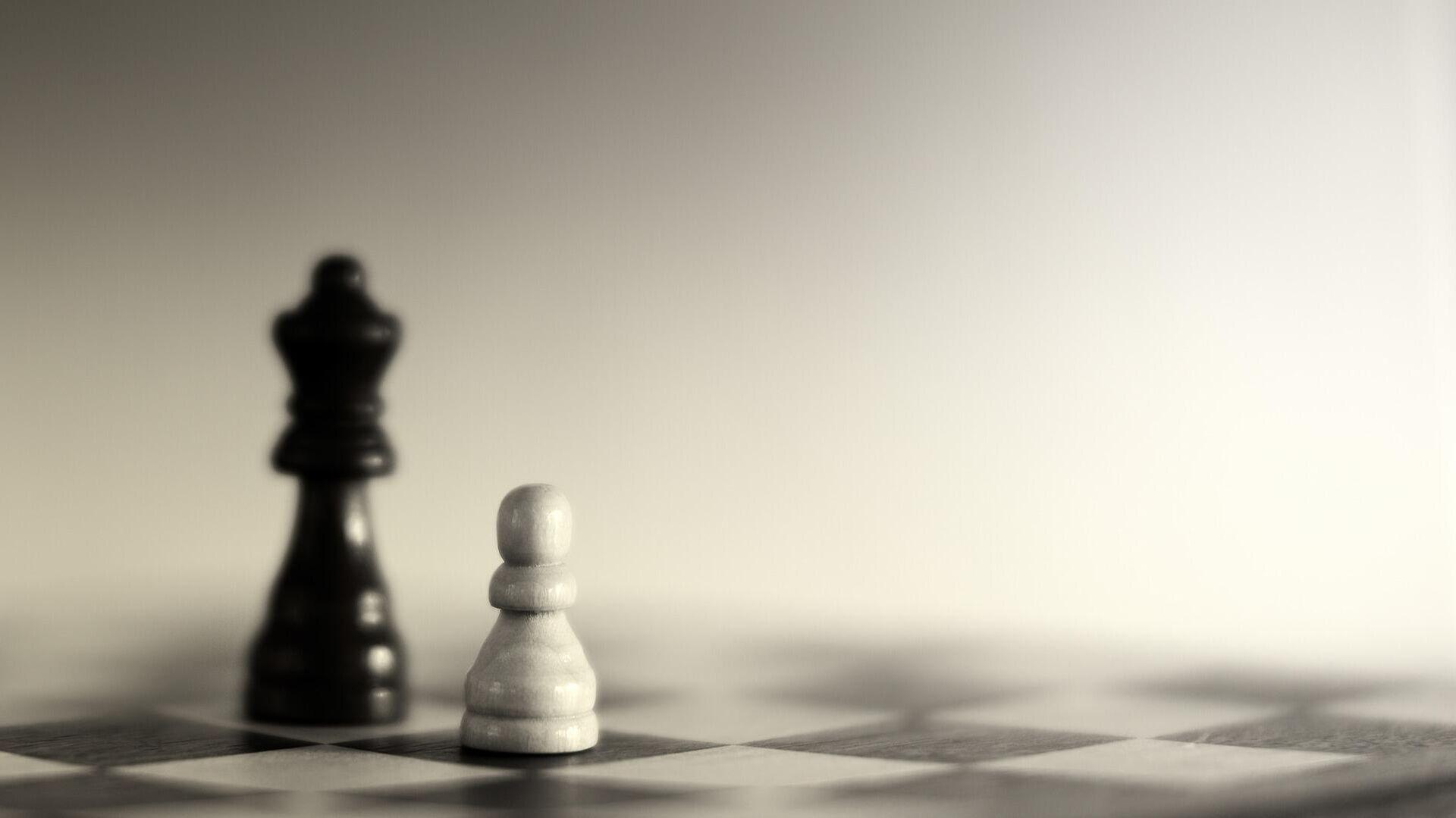 Un peón y una reina en el ajedrez. Imagen referencial - Sputnik Mundo, 1920, 24.03.2021