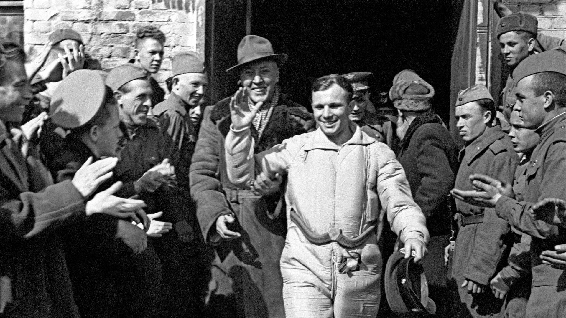 Yuri Gagarin, cosmonauta soviético, horas después de su vuelo histórico al espacio - Sputnik Mundo, 1920, 25.03.2021