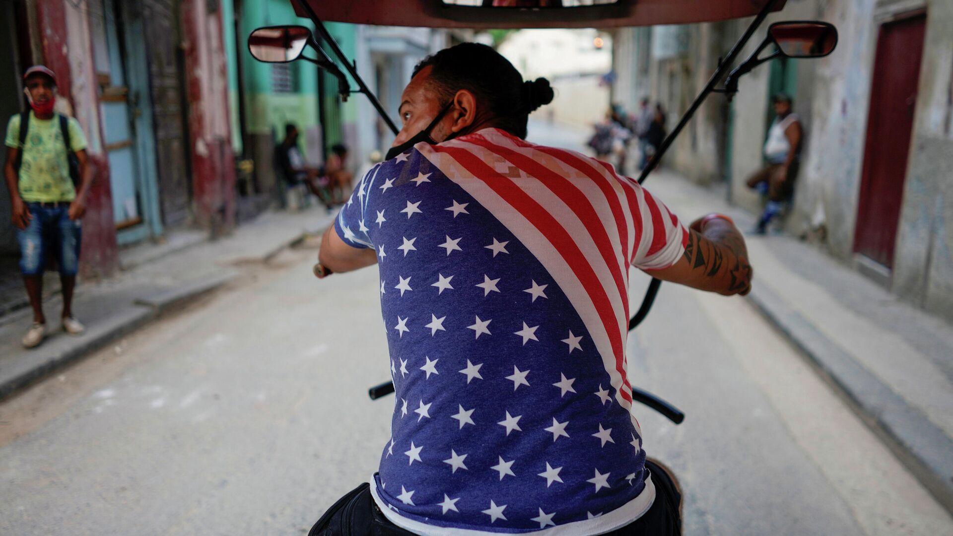 Un chico en bicicleta en la Habana, Cuba  - Sputnik Mundo, 1920, 26.03.2021