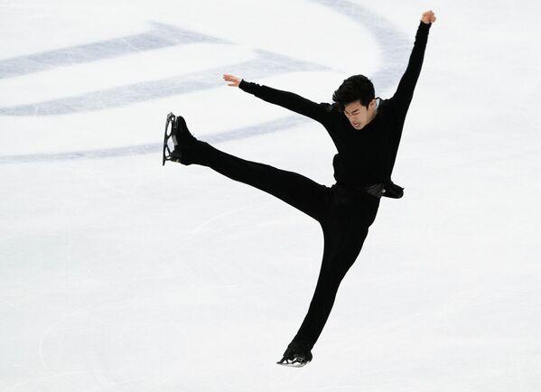 Un programa libre con cinco cuádruples ejecutados a la perfección le dieron el primer lugar al estadounidense Nathan Chen. Este es el tercer mundial consecutivo de patinaje artístico sobre hielo en el que el norteamericano de 21 años se cuelga el oro. - Sputnik Mundo