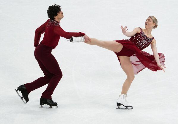 La pareja de canadienses Piper Gilles y Paul Poirier, obtuvo el bronce con 214,35.  - Sputnik Mundo