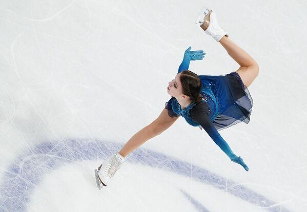 Con apenas 16 años, Anna Sherbakova logró obtener el primer lugar de la competición. Obtuvo la medalla de oro con 233,17 puntos. Este fue el primer campeonato mundial de la patinadora.  - Sputnik Mundo