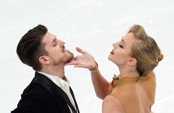 En la capital sueca participaron un total de 184 patinadores de todos los países. 39 en individual femenino, 33 en individual masculino, 24 en parejas y 32 en danza.   - Sputnik Mundo