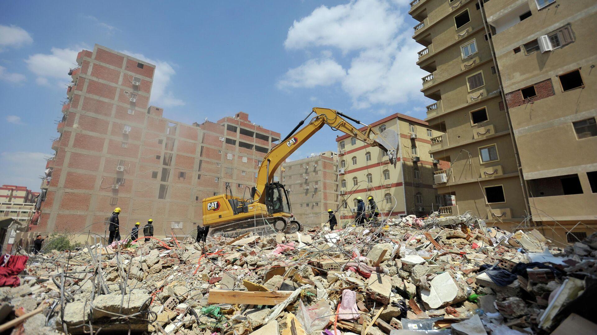 Las operaciones de rescate tras el colapso de una vivienda en el Cairo - Sputnik Mundo, 1920, 28.03.2021