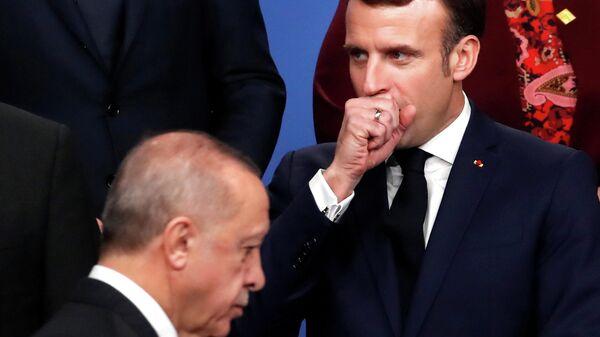 El presidente de Francia, Emmanuel Macron, y el presidente de Turquía, Recep Tayyip Erdogan - Sputnik Mundo
