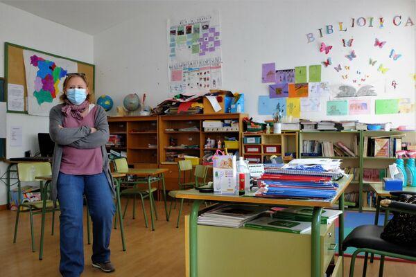 Rosi Sánchez, una de las maestras de la escuela de Santa María del Berrocal, en Ávila - Sputnik Mundo