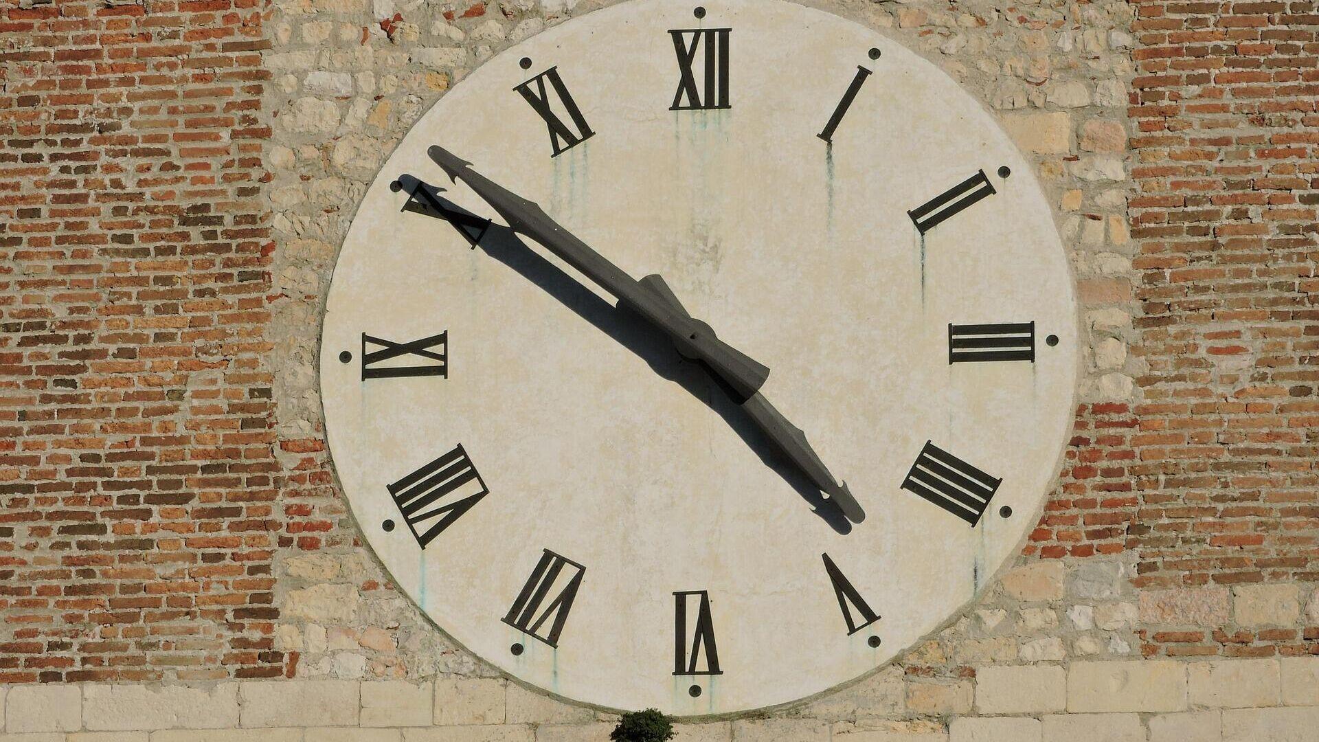 Reloj (imagen referencial) - Sputnik Mundo, 1920, 29.03.2021