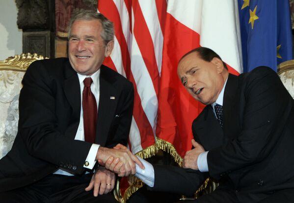 El 43 presidente estadounidense, George W. Bush, y el ex primer ministro italiano, Silvio Berlusconi, se reúnen en Roma, 2008.  - Sputnik Mundo