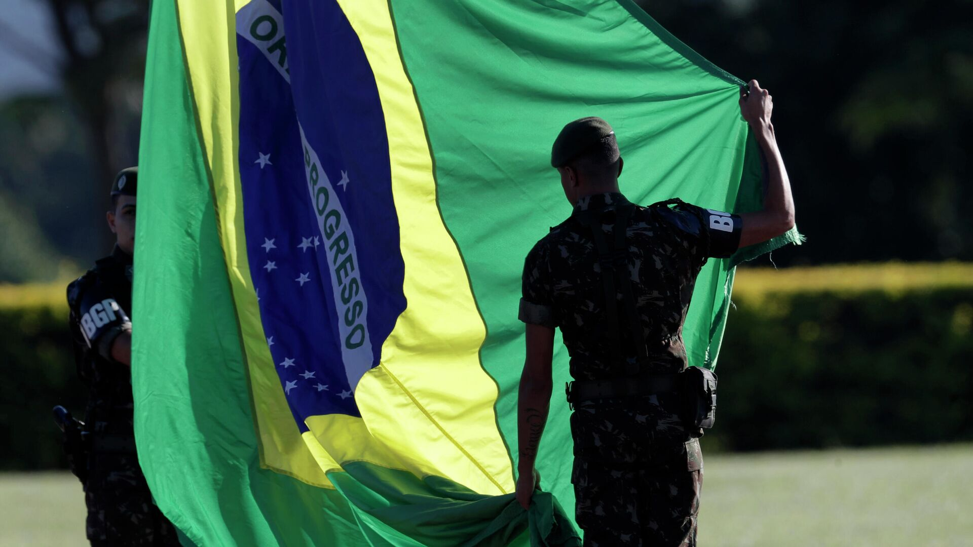 Soldados con la bandera de Brasil - Sputnik Mundo, 1920, 08.09.2021
