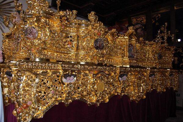 Lateral del paso Huerto de Granada, dorado por Abel y Justi Dorados - Sputnik Mundo