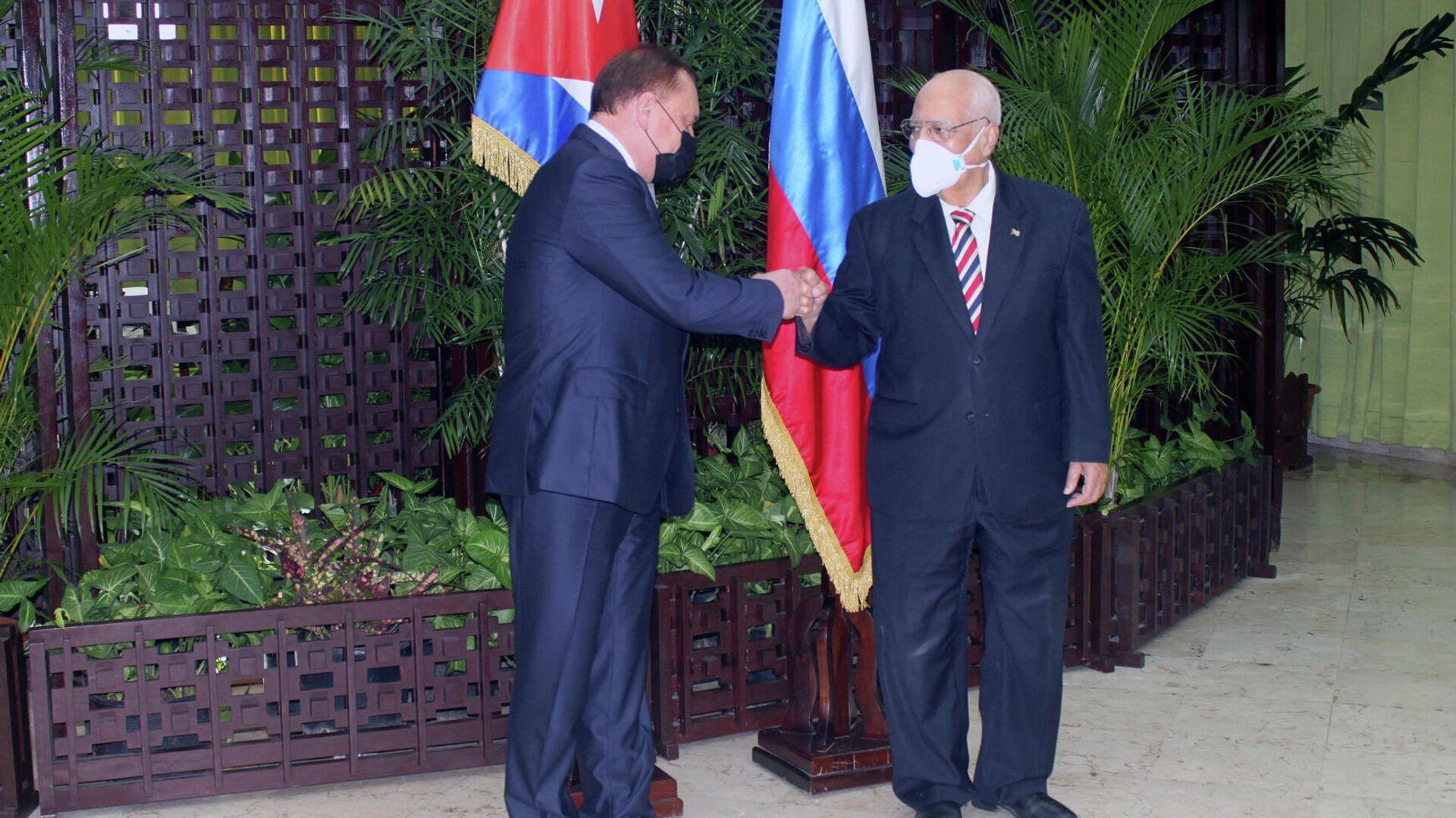 Yuri Borísov y Ricardo Cabrisas, copresidentes de la Comisión Intergubernamental Rusia-Cuba - Sputnik Mundo, 1920, 31.03.2021