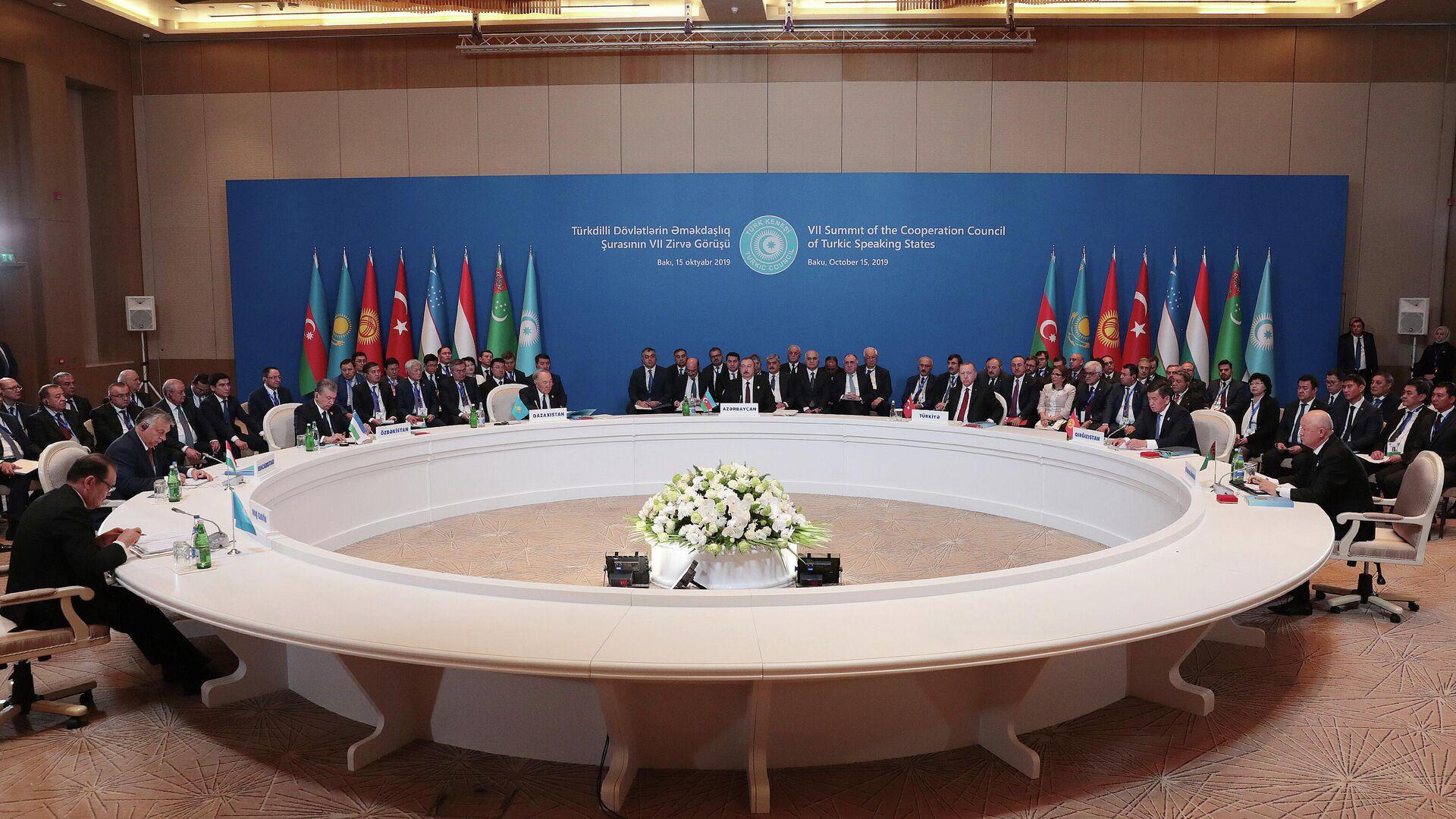 Una reunión de los líderes del Consejo de Cooperación de los Estados de Habla Túrquica el octubre de 2019 - Sputnik Mundo, 1920, 02.04.2021
