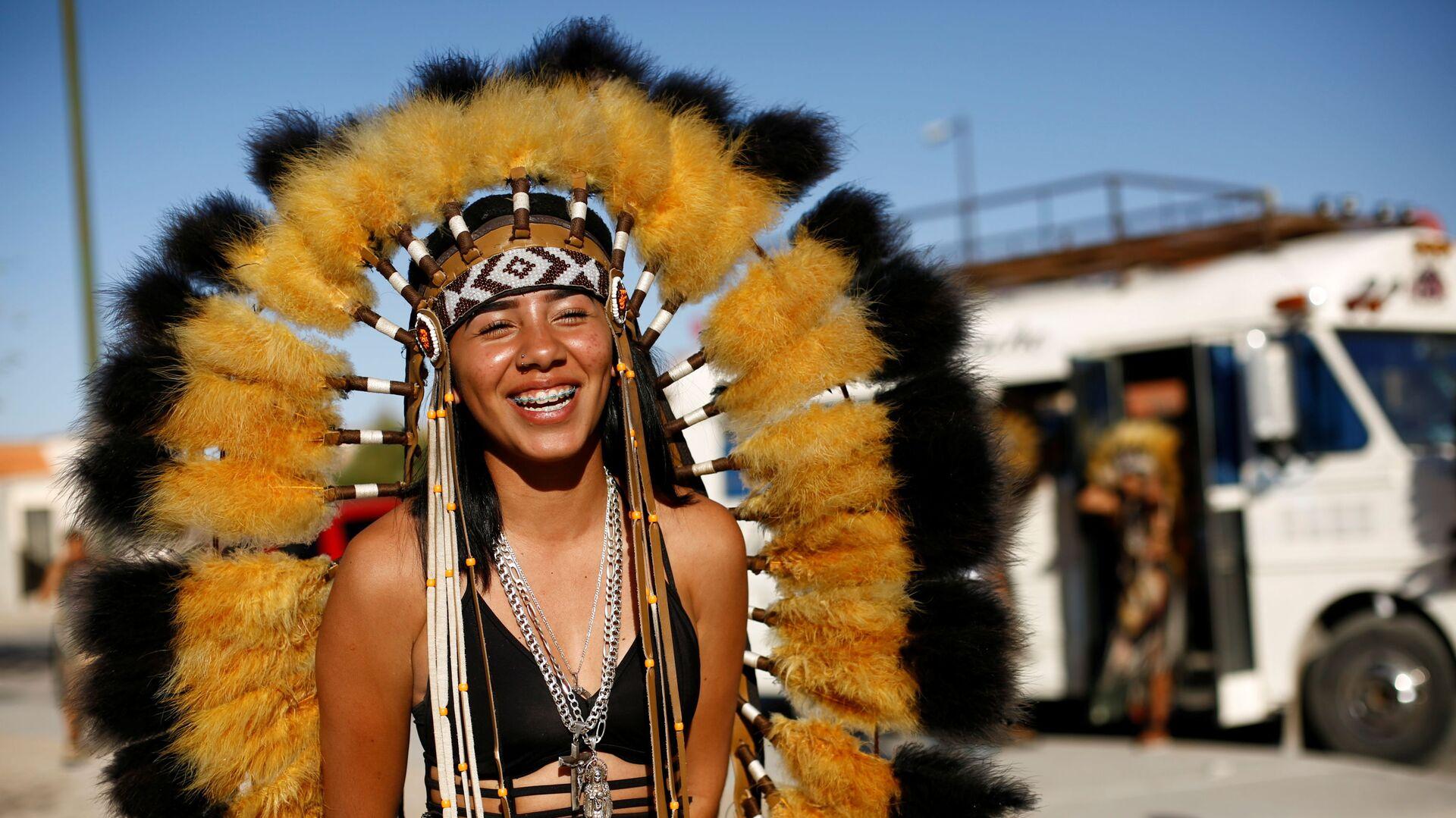 Танцовщица в костюме во время празднования Страстной недели в Сьюдад-Хуаресе, Мексика - Sputnik Mundo, 1920, 04.04.2021