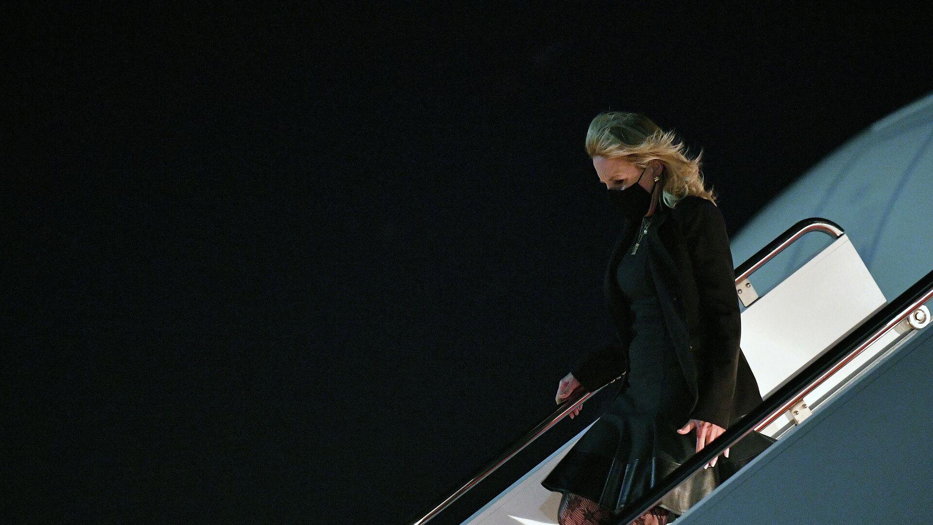 La primera dama, Jill Biden, aterriza tras regresar de una visita a California - Sputnik Mundo, 1920, 02.04.2021