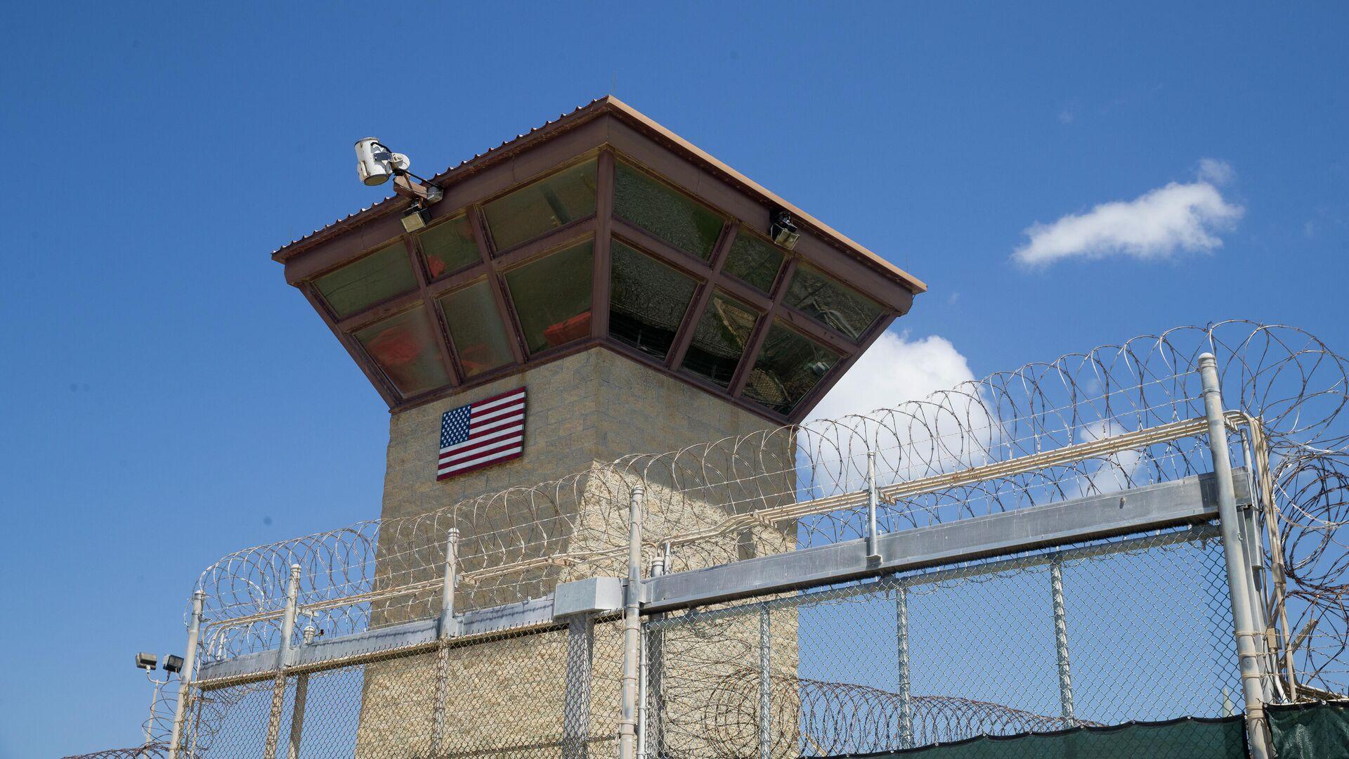 Torre de control del Campo 6 del centro de detención que tiene en la Bahía de Guantánamo - Sputnik Mundo, 1920, 05.04.2021
