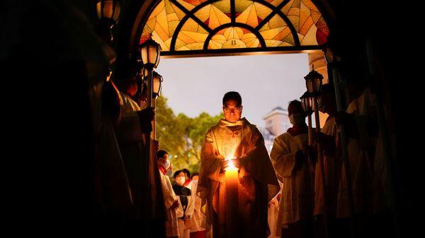 Китайские католики во время пасхального богослужения в Шанхае  - Sputnik Mundo