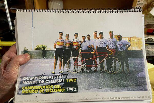 El Perucha con el equipo paralímpico de la ONCE, campeón olímpico y del mundo - Sputnik Mundo