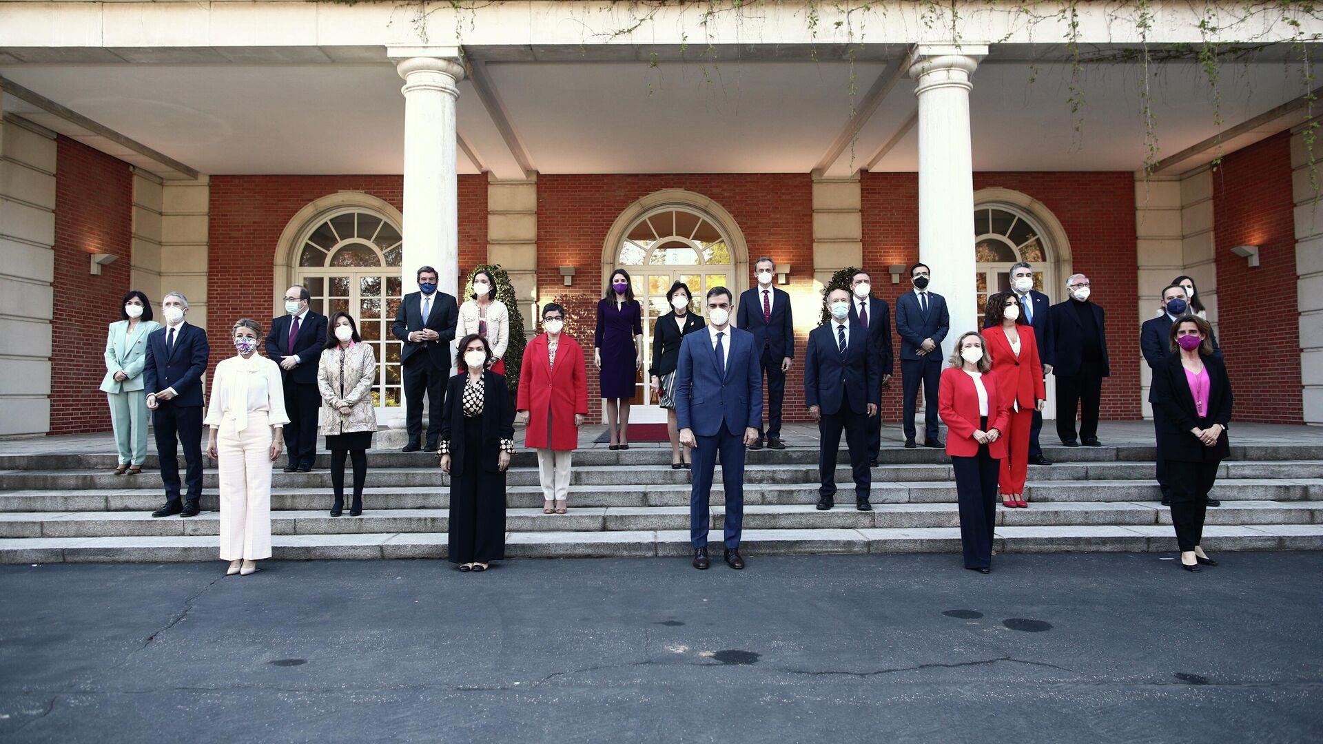 El presidente Pedro Sánchez y su nuevo gabinete ministerial. Madrid, 6 de abril de 2021 - Sputnik Mundo, 1920, 04.06.2021