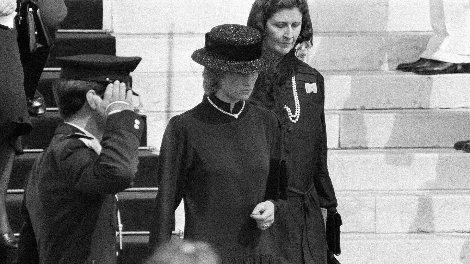 Princesa Diana en el funeral de la Princesa Grace de Mónaco - Sputnik Mundo, 1920, 07.04.2021