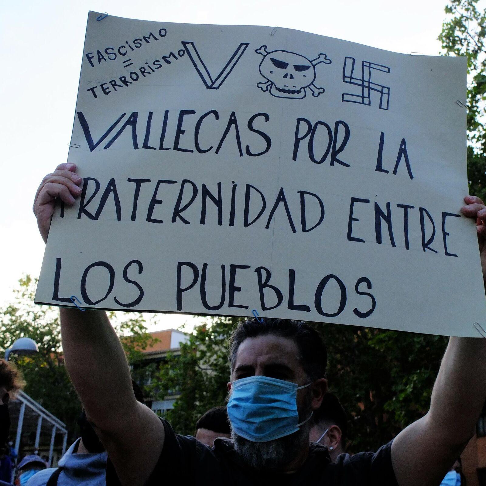 Protestas contra Vox por presentar su candidatura para Madrid en barrio  obrero de Vallecas