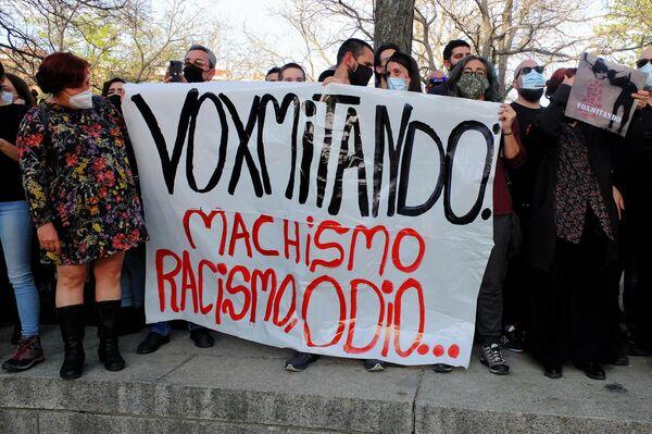 Pancarta contra Vox en el mitin de Vallecas - Sputnik Mundo