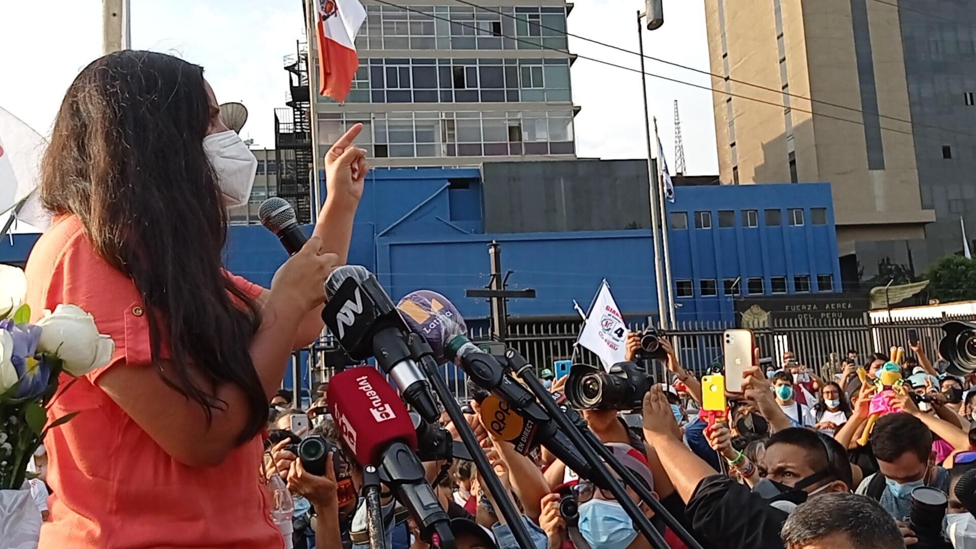 Verónika Mendoza, candidata presidencial de Juntos por el Perú, en campaña - Sputnik Mundo, 1920, 08.04.2021