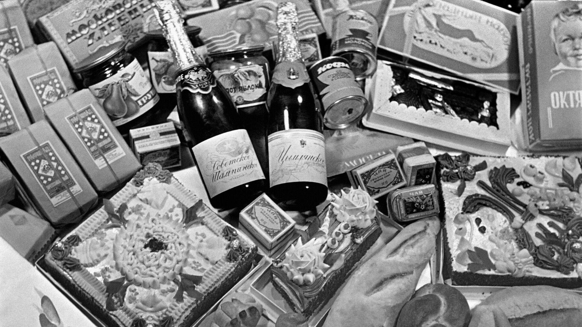El surtido de la tienda Eliséyevski en 1954 - Sputnik Mundo, 1920, 08.04.2021