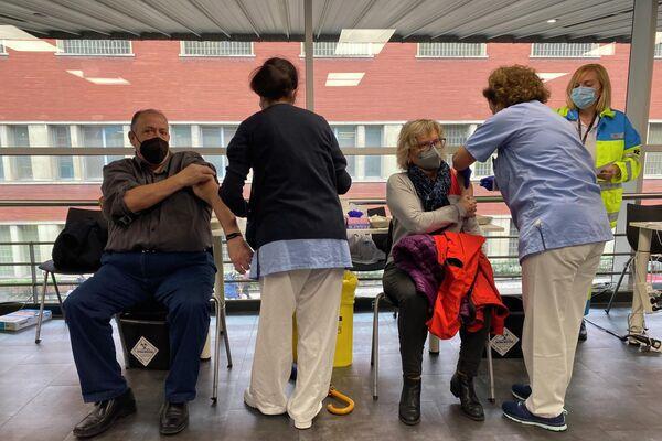 Vacunaciones de AstraZeneca en el WiZink Center de Madrid  - Sputnik Mundo