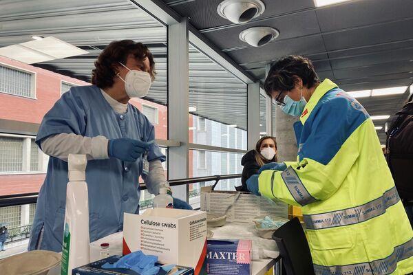 Jornada de vacunación de AstraZeneca en Madrid  - Sputnik Mundo