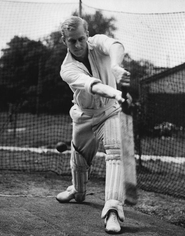 Felipe juega al cricket (31 de julio de 1947). - Sputnik Mundo