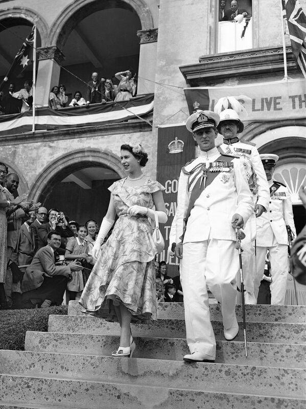 La visita de la reina Isabel II y el Príncipe Felipe a Hamilton, Bermudas (noviembre de 1953). - Sputnik Mundo