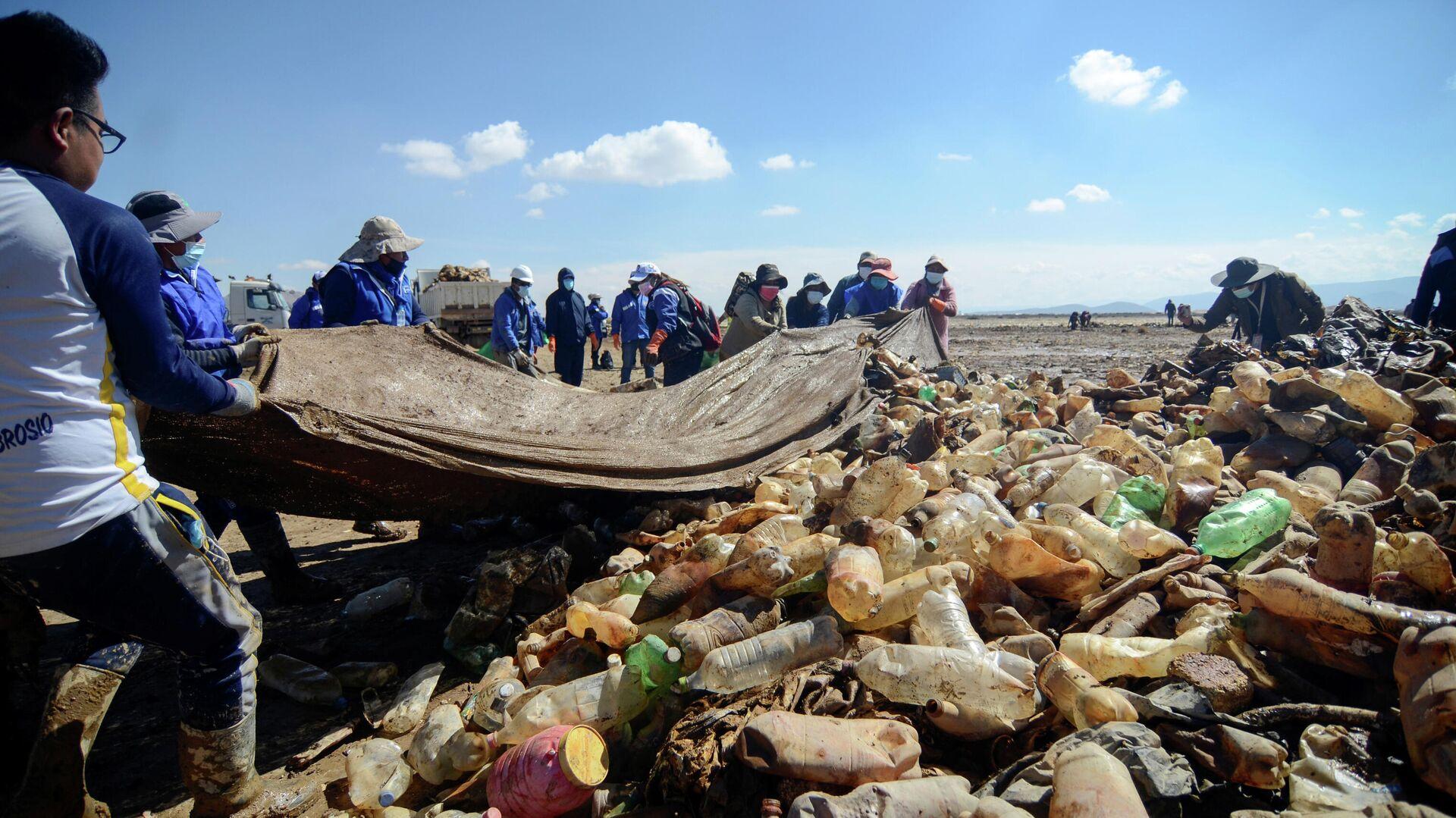 La campaña de limpieza en el lago Uru Uru, Bolivia - Sputnik Mundo, 1920, 09.04.2021