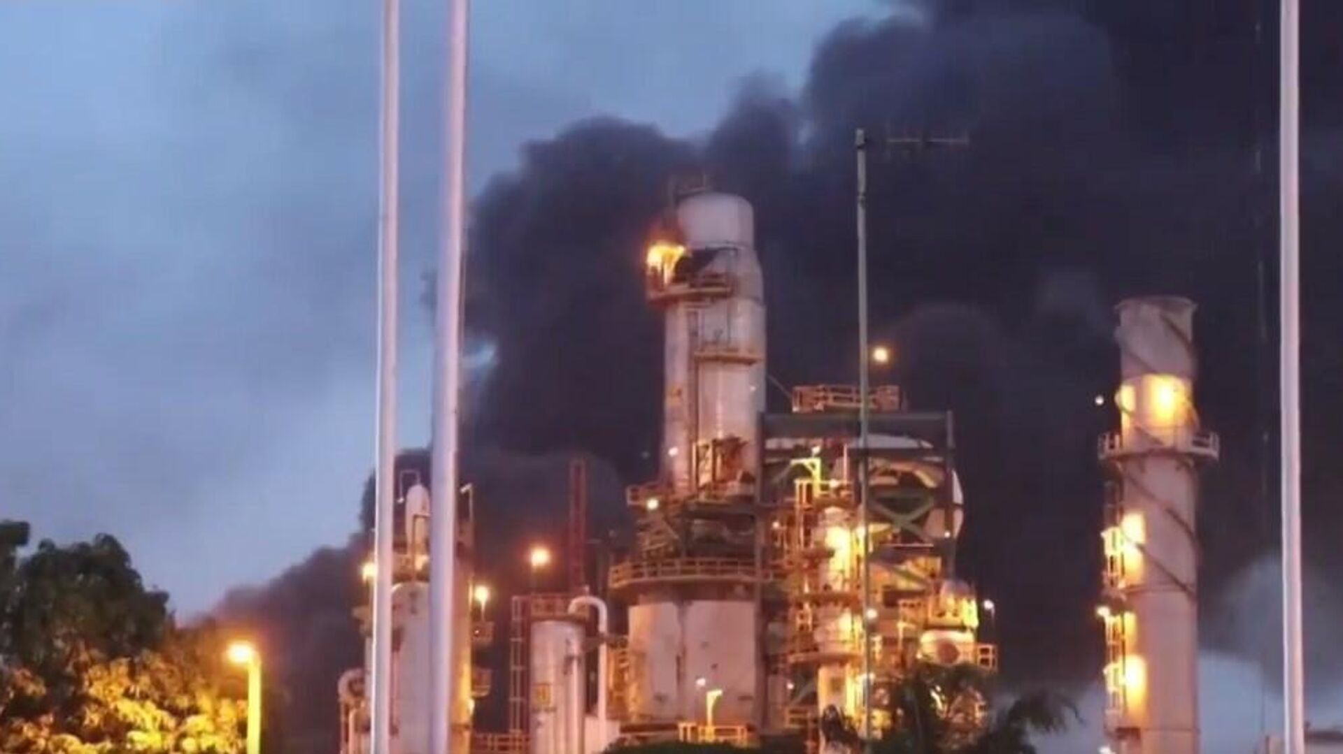Incendio en la refinería de Minatitlán - Sputnik Mundo, 1920, 09.04.2021