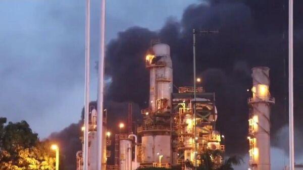 Incendio en la refinería de Minatitlán - Sputnik Mundo