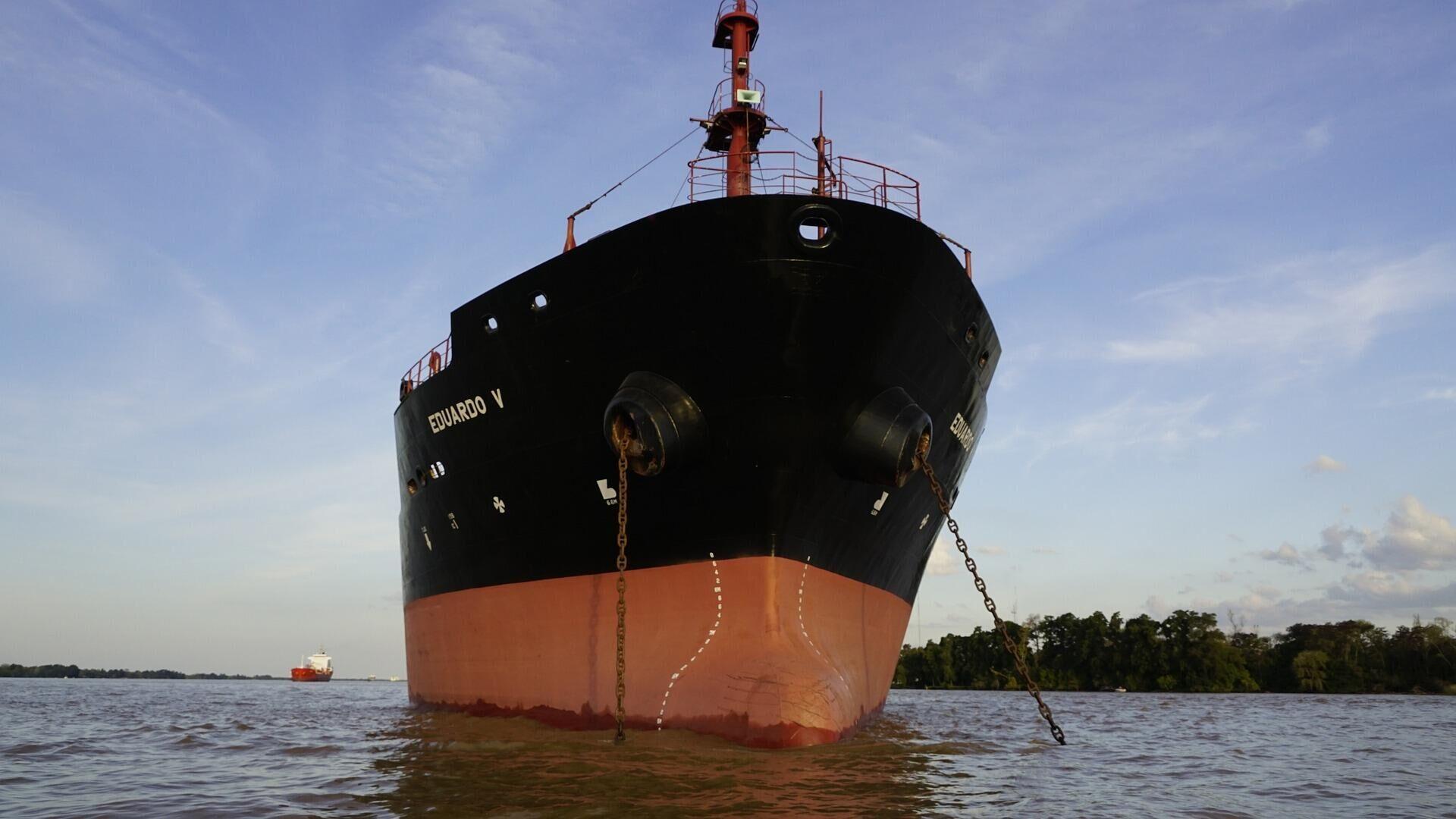 Un barco fondeado en el río Paraná - Sputnik Mundo, 1920, 10.04.2021