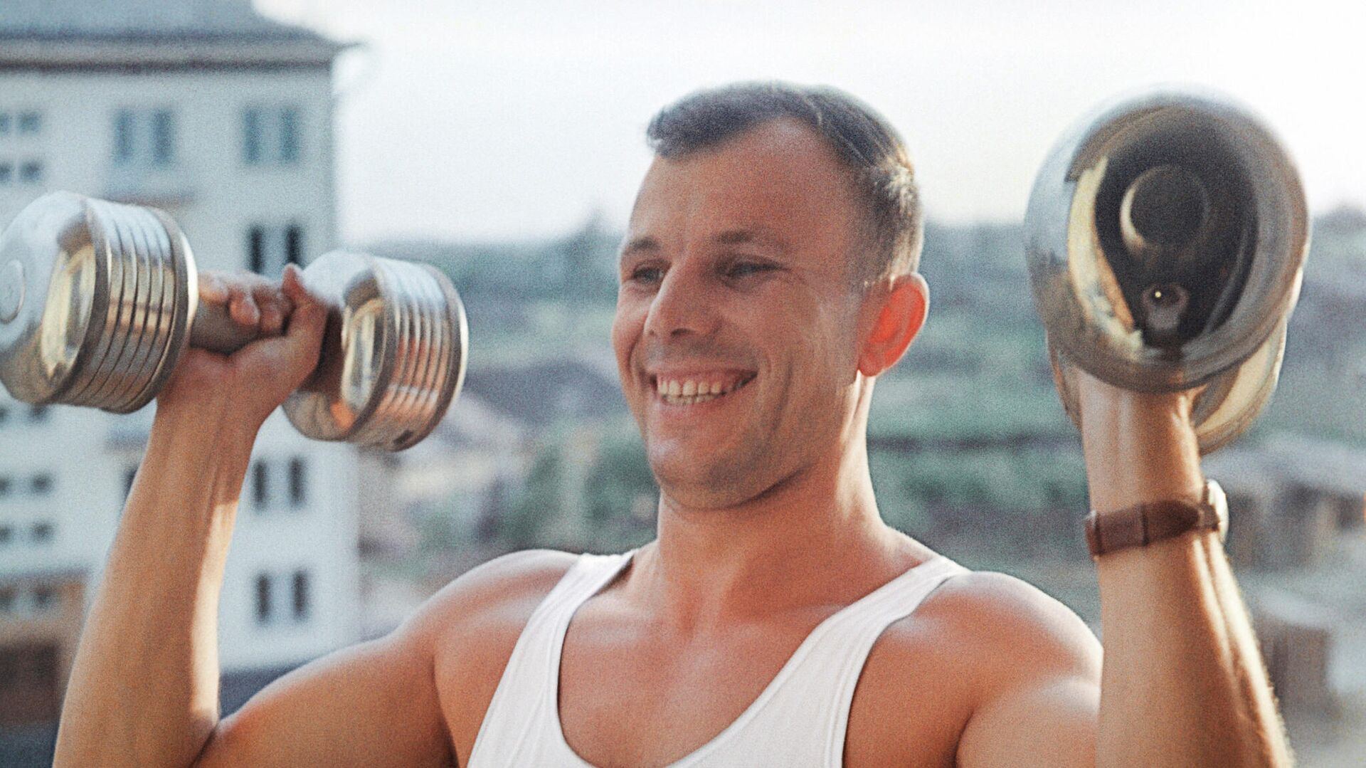 Yuri Gagarin, cosmonauta soviético, realiza ejercicios matutinos - Sputnik Mundo, 1920, 10.04.2021