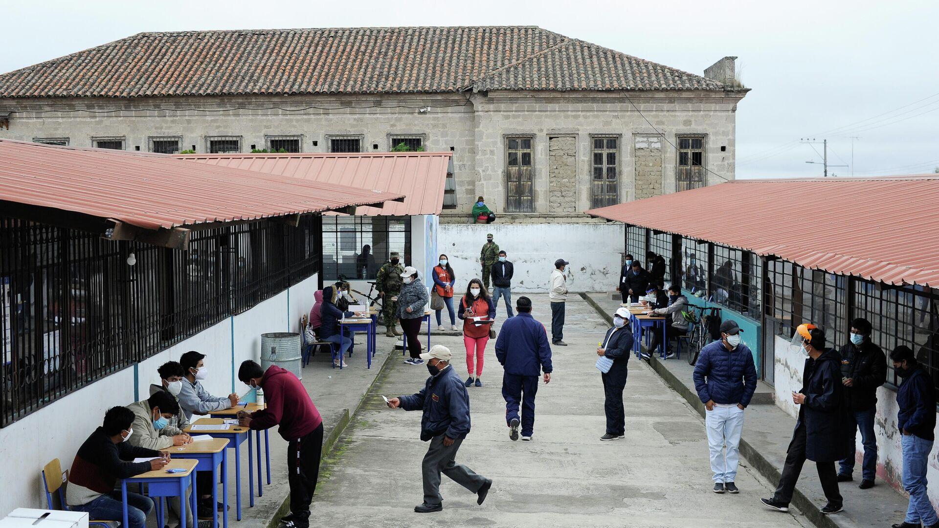 Los ecuatorianos votan en las elecciones presidenciales de Perú, el 11 de abril de 2021 - Sputnik Mundo, 1920, 11.04.2021