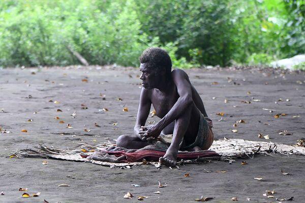 Otro miembro en la aldea de Yakel en Vanuatu, el 12 de abril de 2021. - Sputnik Mundo