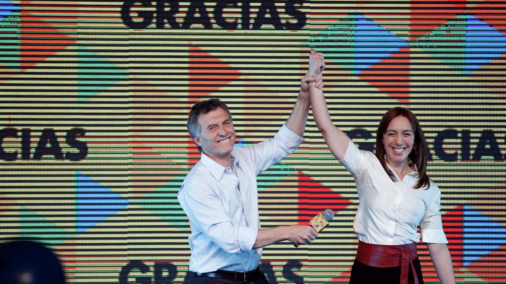 El expresidente argentino Mauricio Macri y la exgobernadora de la provincia de Buenos Aires María Eugenia Vidal celebrando su triunfo electoral en 2015 - Sputnik Mundo, 1920, 12.04.2021