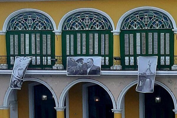 Fotografías de Yuri Gagarin en los balcones de la Plaza Vieja, en La Habana - Sputnik Mundo
