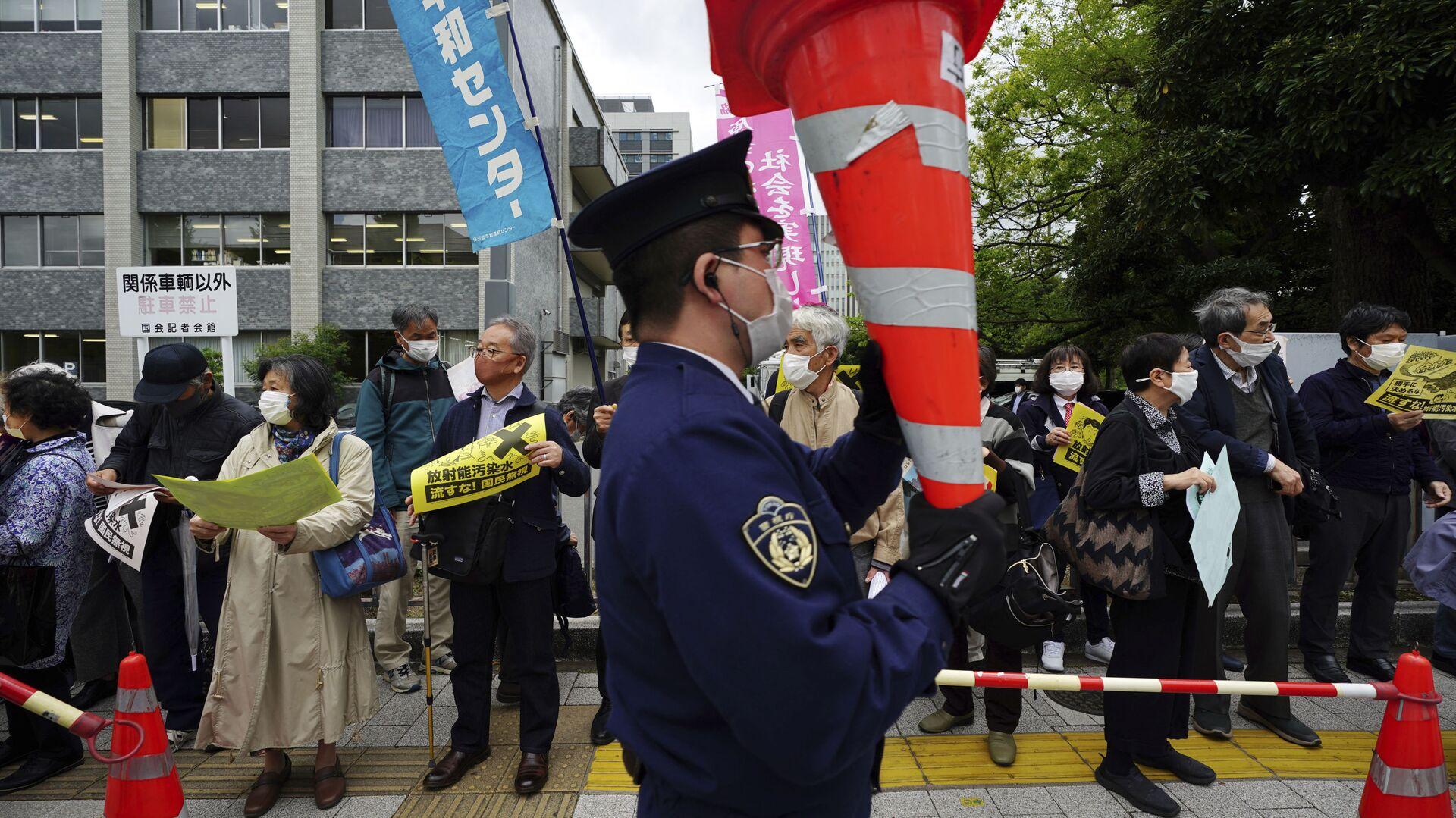 Протесты против плана правительства Японии по сбросу воды с АЭС Фукусима в океан - Sputnik Mundo, 1920, 13.04.2021