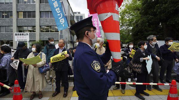 Протесты против плана правительства Японии по сбросу воды с АЭС Фукусима в океан - Sputnik Mundo