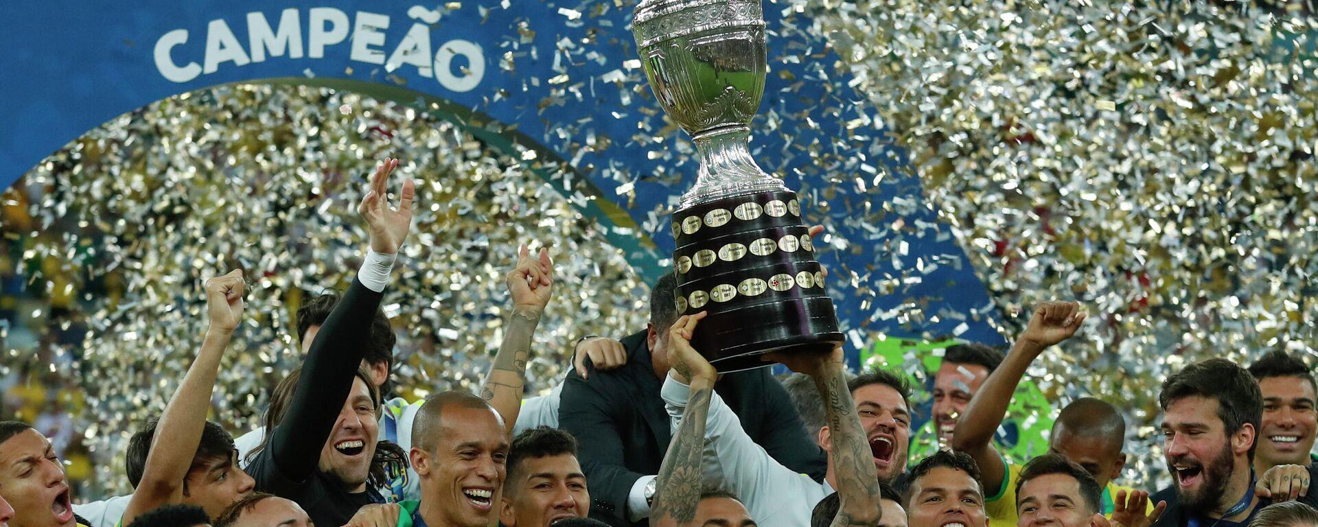 La selección brasileña de fútbol celebrando la obtención de la Copa América de 2019 - Sputnik Mundo, 1920, 13.04.2021