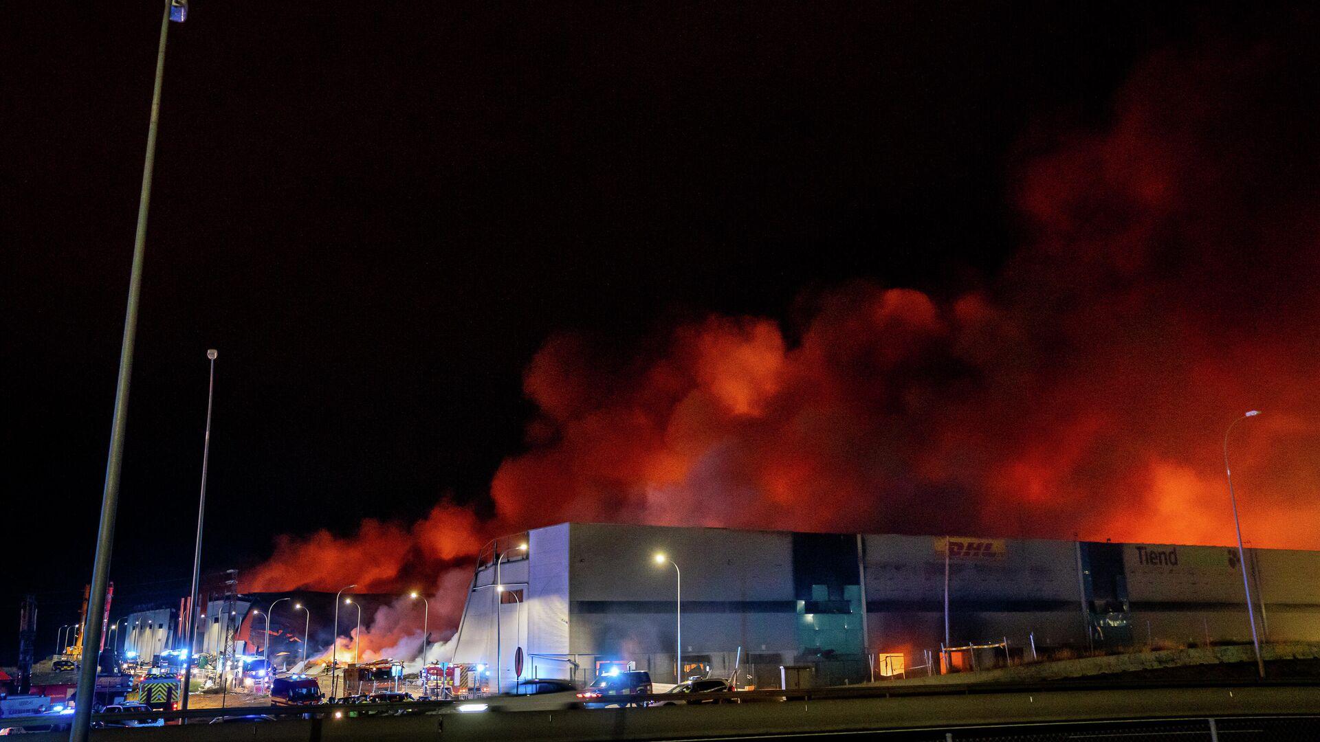 Incendio de un edificio industrial en Seseña Nuevo (Toledo).  - Sputnik Mundo, 1920, 14.04.2021