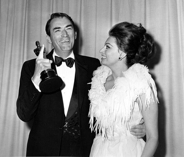 Gregory Peck y Sophia Loren en los Premios Oscar, 1963 - Sputnik Mundo