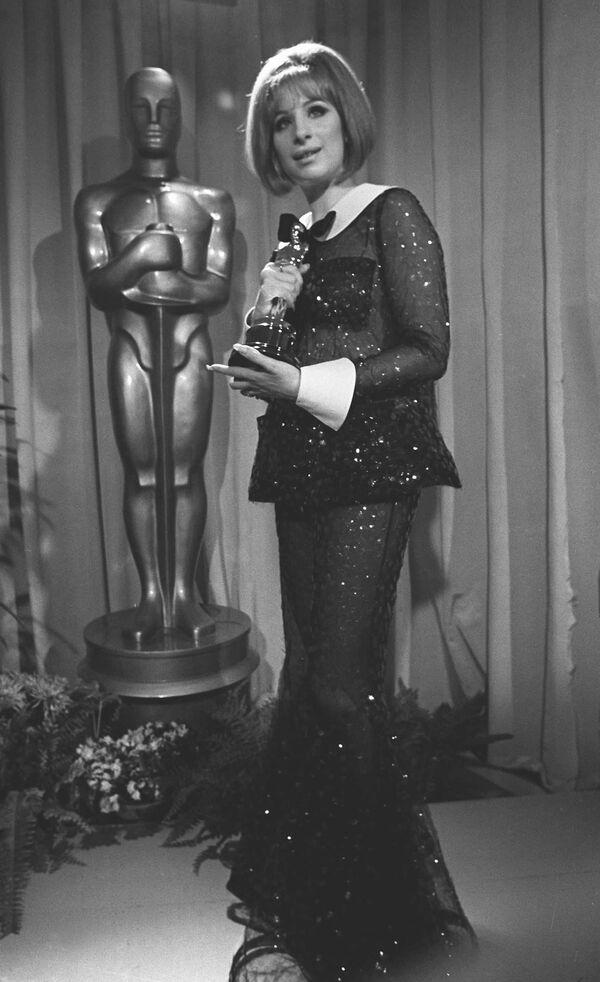 La actriz y cantante Barbra Streisand en los Premios de la Academia, 1969 - Sputnik Mundo