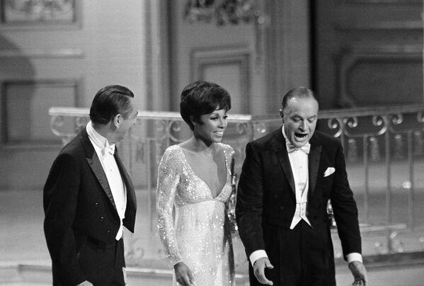 Bob Hope, Diahann Carroll y Macdonald Carey en los Premios Oscar, 1968 - Sputnik Mundo