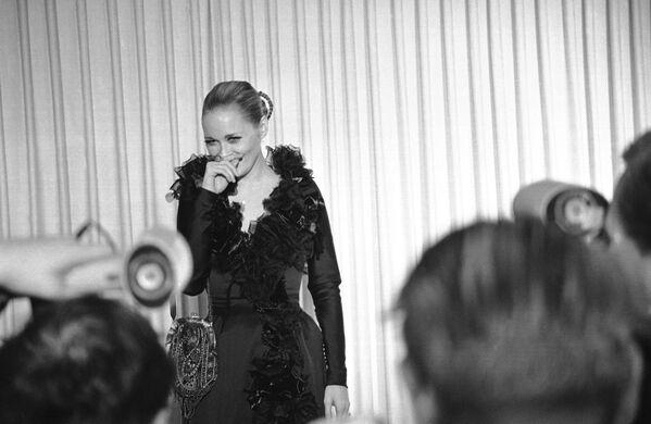 La actriz Faye Dunaway, que interpretó a Bonnie Parker en Bonnie and Clyde, en los Premios Oscar de 1968 - Sputnik Mundo