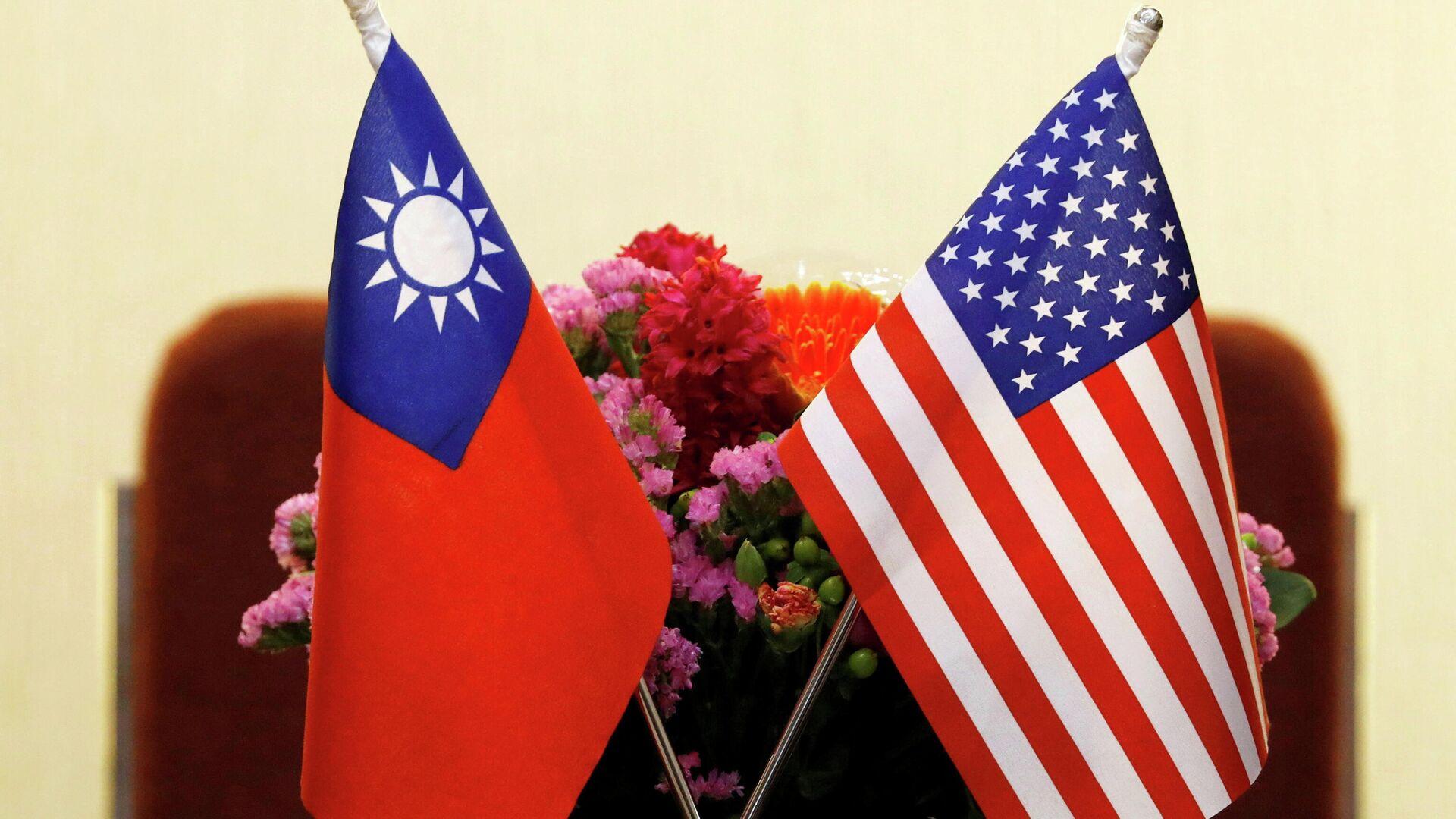 Banderas de Taiwán y de EEUU puestas para una reunión (archivo) - Sputnik Mundo, 1920, 14.04.2021