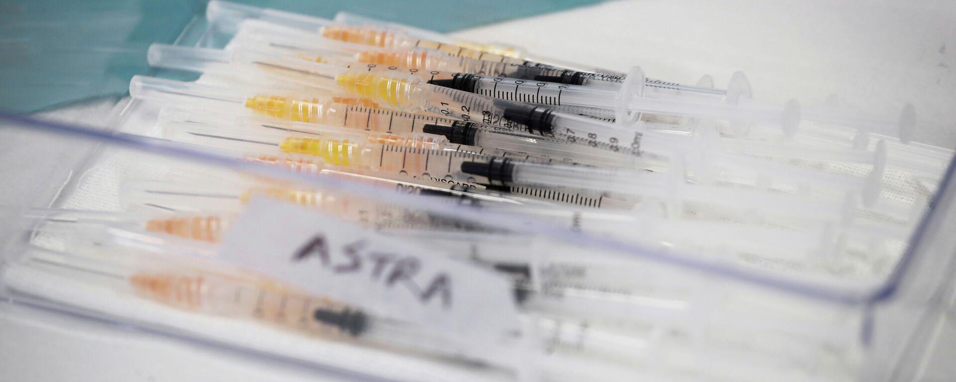 Unas jeringas con la vacuna de AstraZeneca contra COVID-19 (imagen referencial) - Sputnik Mundo, 1920, 11.05.2021